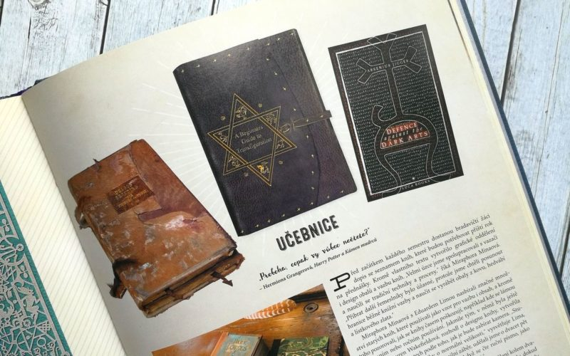 Ukázka z knihy Harry Potter: Rekvizity a artefakty, část Učebnice
